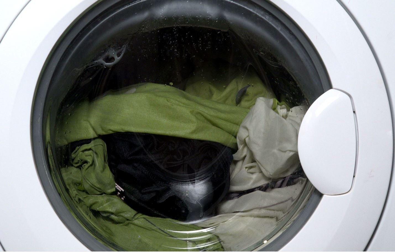 Vaskemaskine med tøj.