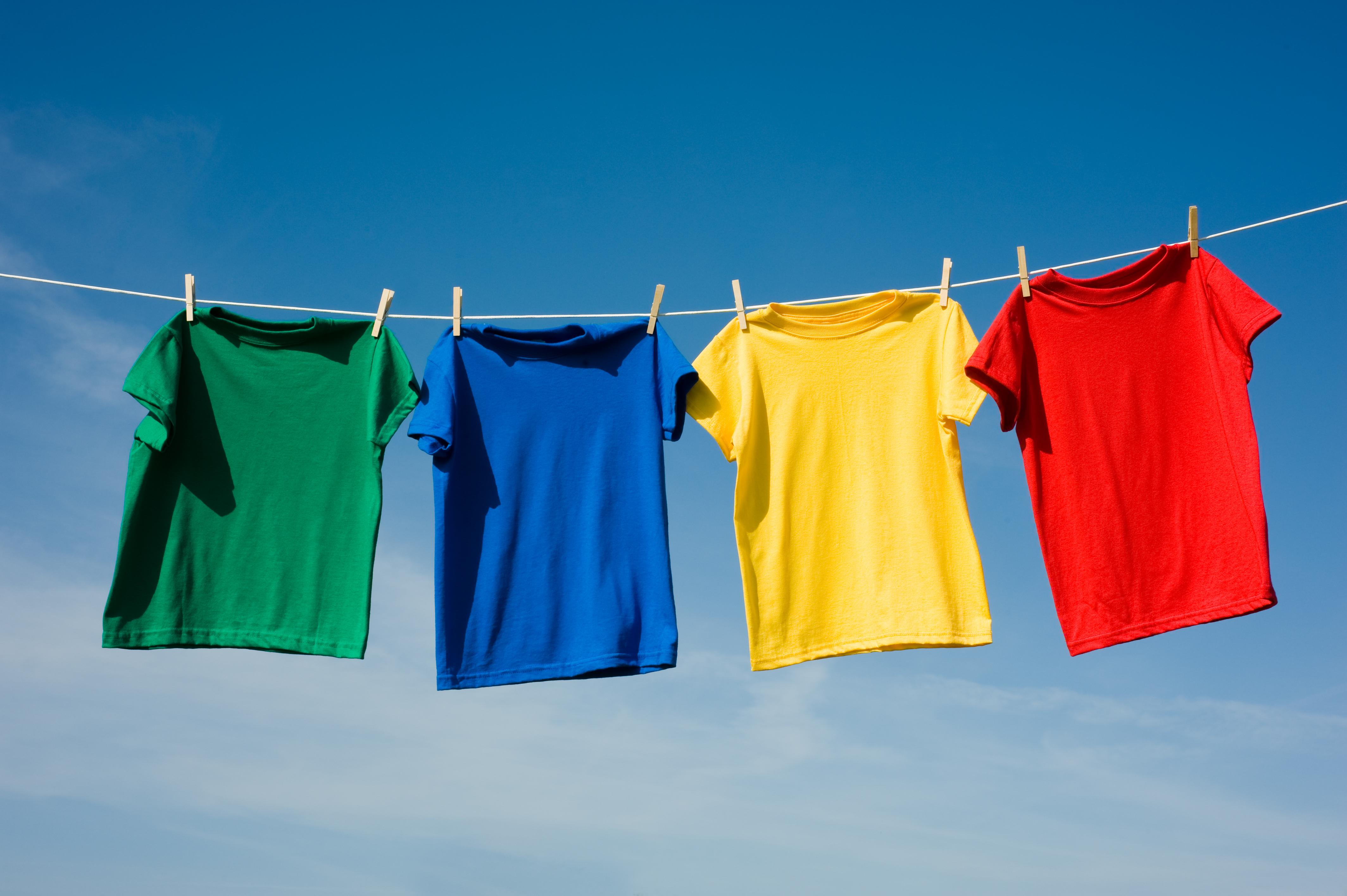 Tøj, der hænger til tørre.